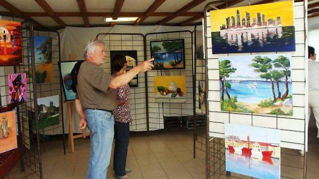 Amicale laique une exposition de peinture et poterie